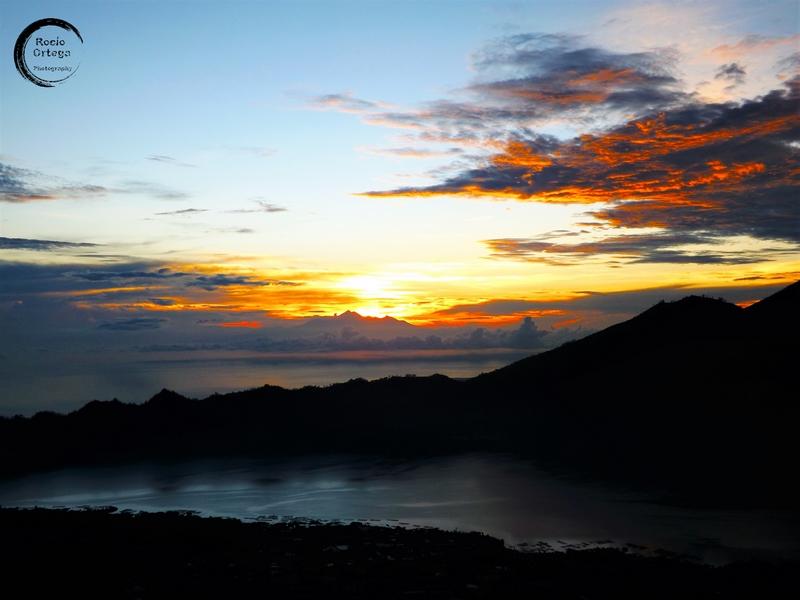 amanecer desde el monte batur bali indonesia