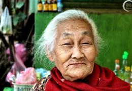 Mujer en Luang Prabang, Laos