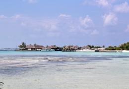 Resort visto desde Guraidhoo, Maldivas