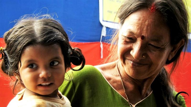 abuela y nieta en katmandu