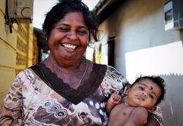 Abuela y nieta en Sri Lanka