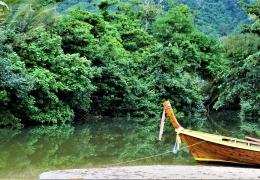Barca en la playa de Koh Lanta Tailandia