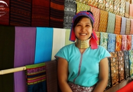 mujeres jirafa en mae hong son tailandia