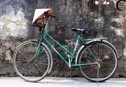 bici y sombrero vietnamita