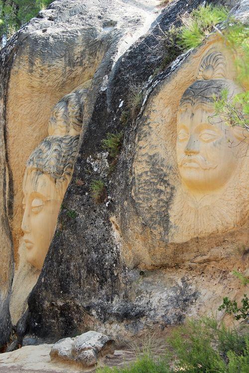 Maitreya y Arjuna. Ruta de las Caras