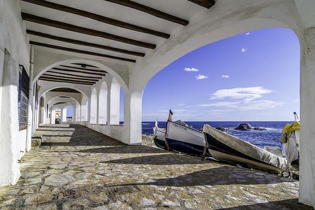 Cosas que hacer en la Costa Brava. Visitar alguno de los pueblos con encanto. Foto: Josep Enric